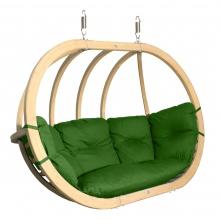 Drewniany fotel wiszący z poduchami w kolorze zieleni